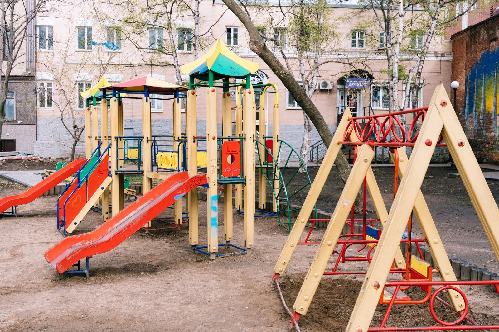 家を公園の前(公園近く)に建てるメリット:デメリットは?