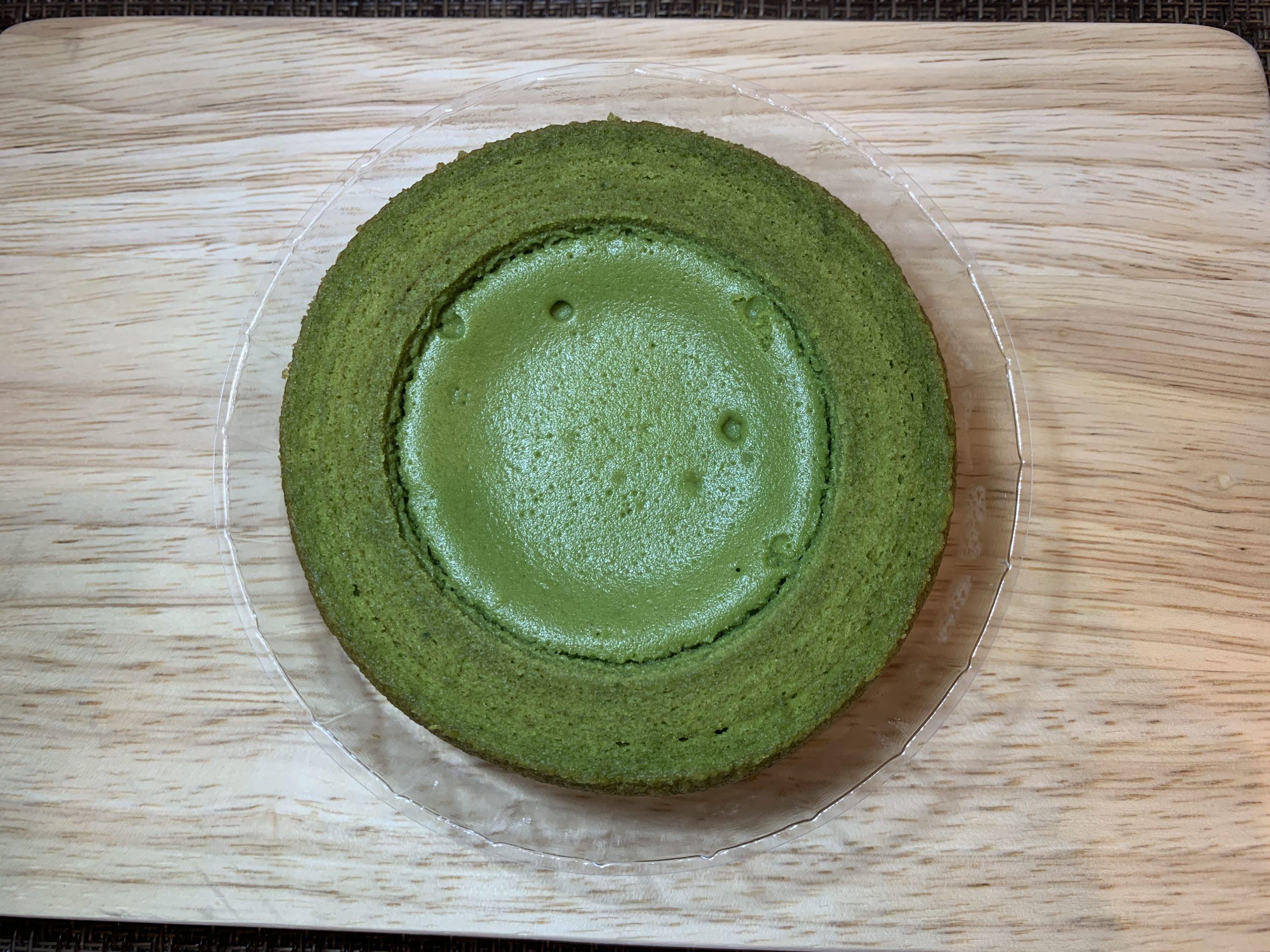 ファミマスイーツ抹茶スイーツ2選食べ比べ:旨み抹茶チーズケーキのバウム